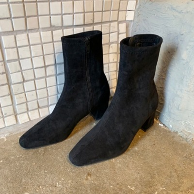 Middle angkle boots